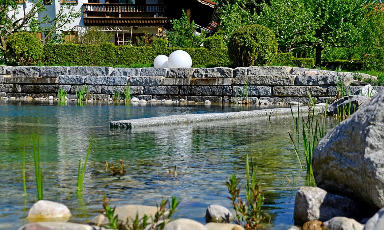 Schwimmteiche gartengestaltung ostallg u schongau for Garten pool 2m tief